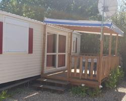 Mobil home 2 chambres dans camping face à la mer
